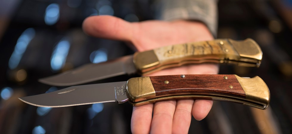 10-Used-as-a-hunting-knife
