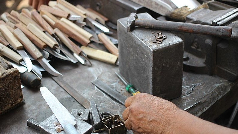 8-tool-making-with-knives
