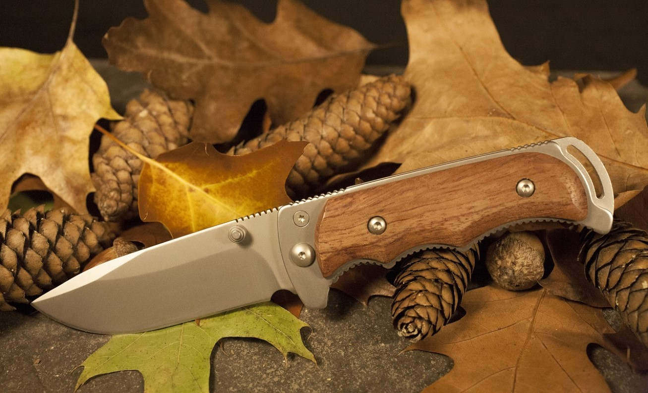 what is a survival knife